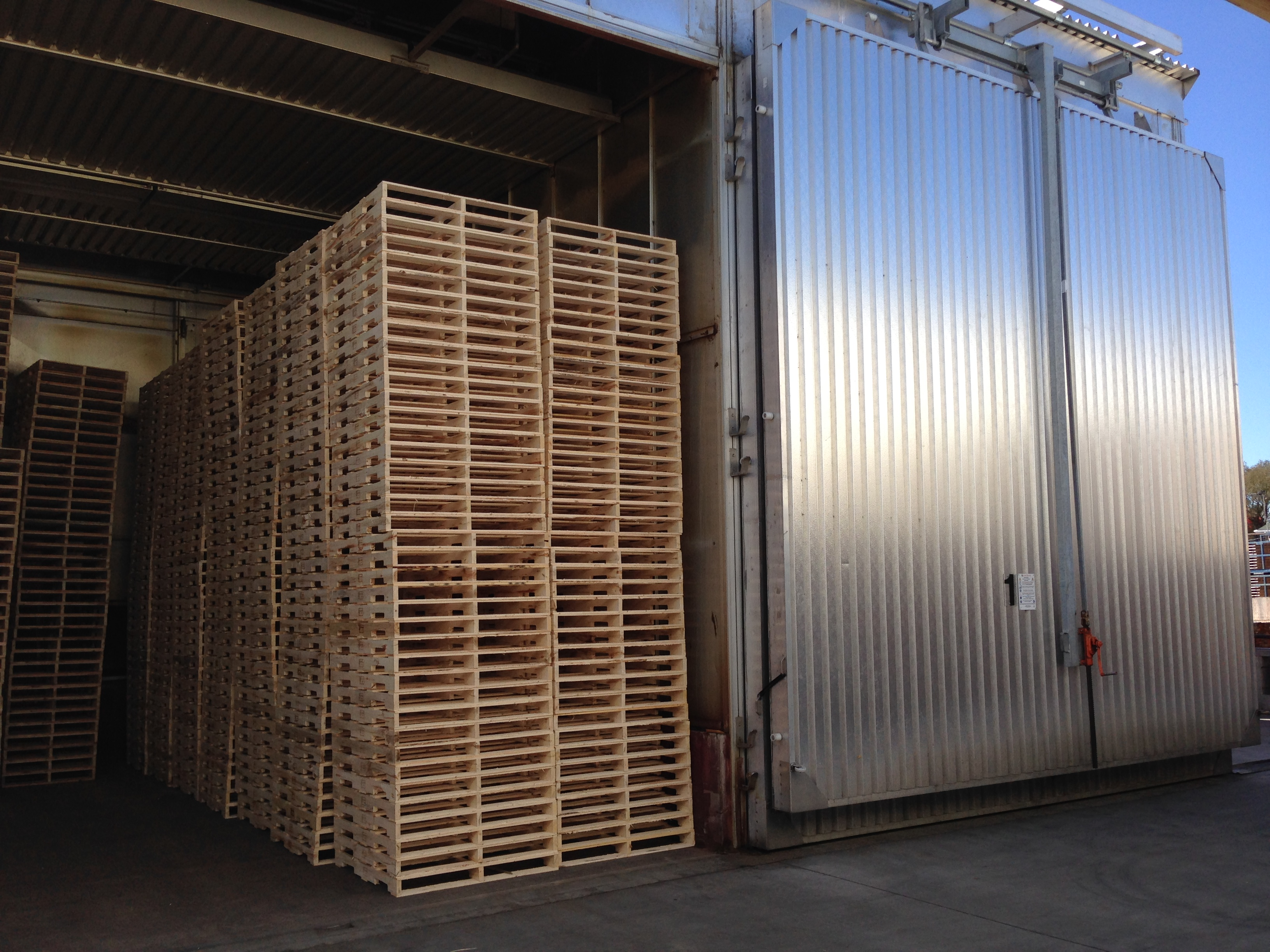 4 Questions to Ask Before Buying Pallets